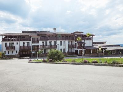 Семеен Хотел Балканъ с тераси с изнесени кухни